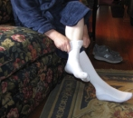 OlderManPuttingOnSupportSocks2